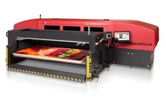 """Der Vutek HS125 F4 ist eines von zwei neuen Großformat-Hybriddruckern von EFI. Er wurde zusammen mit dem HS100 F4 auf der Anwenderkonferenz """"EFI Connect"""" in Las Vegas vorgestellt. Beide sind vor allem für die Produktion von Produkten für die Außenwerbung konzipiert."""