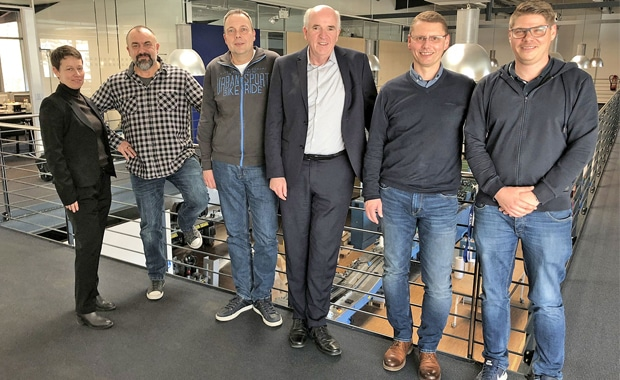 Beim Kick-off für die Implementierung v.l.n.r. Heike Ott (Koenig & Bauer), Peter Pink und Ralf Winkler (Metzgerdruck), Henny van Esch (Optimus), Frieder Hertzsch (ABD-Druck) und Dirk Lohmann (Systems Connect).