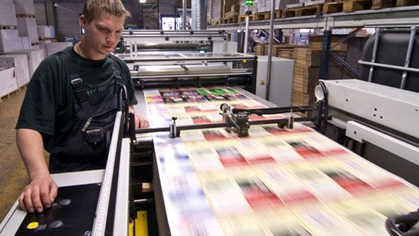 Onlineprinters GmbH: UV-Lackiermaschine
