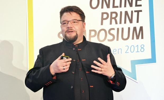 Auf dem Online Print Symposium gibt Bernd Zipper von Zipcon Consulting jedes Jahr einen Überblick über die Entwicklungen im Onlineprint-Markt.