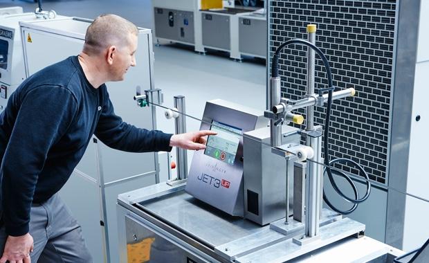 """Der Hersteller von Kunststoffrohren, Profilen und Bowdenzügen, Binder + Wöhrle, setzt zur Produktkennzeichnung das Continuous-Inkjet-System """"Jet3up"""" von Paul Leibinger ein."""