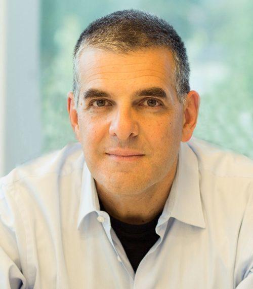 Nach 19 Jahren als CEO von EFI hat Guy Gecht seinen Rückzug angekündigt. Er werde noch so lange CEO bleiben, bis ein Nachfolger gefunden und eingearbeitet sei, hieß es von Seiten des Herstellers.