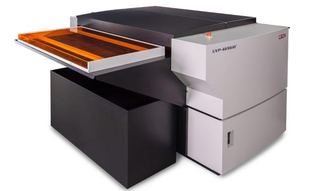 Computer-to-Plate-System der neuesten Generation von Cron für das B1-Format (mit integriertem Autoleader und Registerstanze).