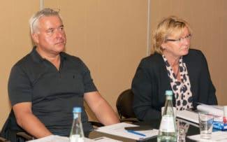 Heiko Schmalfuß (links) ist erneut zum Vorsitzenden des Motio-Netzwerkes gewäht worden. Wolfgang Leibig (nicht im Bild) wurde als stellvertrender Vorsitzender und Annette Hebbeler (rechts) als Finanzvorstand bestätigt.