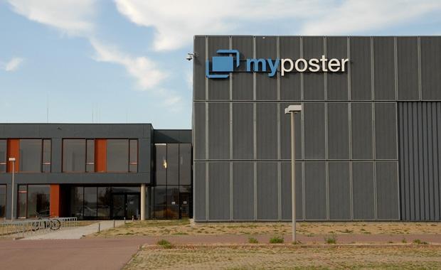 Gut 1,5 Mio. Euro hat die Online-Druckerei Myposter in ihren zweiten Produktionsstandort in Bitterfeld-Wolfen, OT Thalheim investiert.