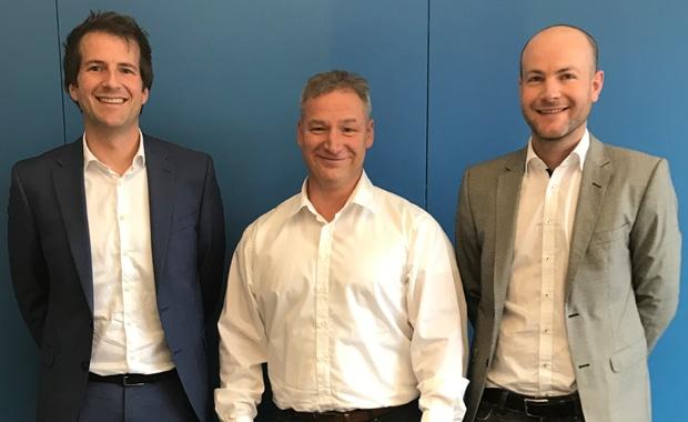 Die Walter Digital GmbH ist von Esser Printsolutions übernommen worden und firmiert ab Februar als Walter Digitalsolutions GmbH. Im Bild: Felix Walter (li.), Markus Esser (Mitte) und Axel Walter (re.).