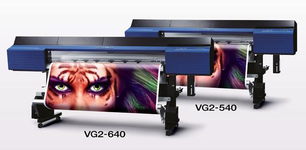 Die neue Generation der Druck- und Schneidelösung der Roland DG: der True-Vis VG2 ist in zwei Druckbreiten verfügbar und kann mit vier bis acht Farben ausgestattet werden.