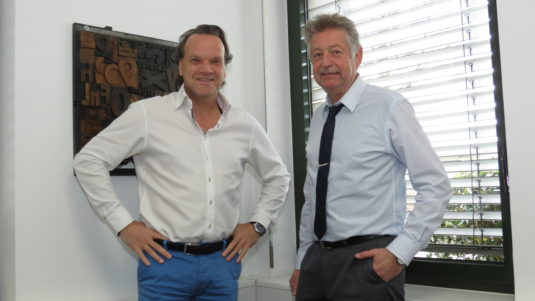 Druckerzeugnisse: Michael Matschuck (l.), geschäftsführender Gesellschafter der Druckpartner GmbH, und Gesellschafter/Betriebsleiter Gerhard Florian.