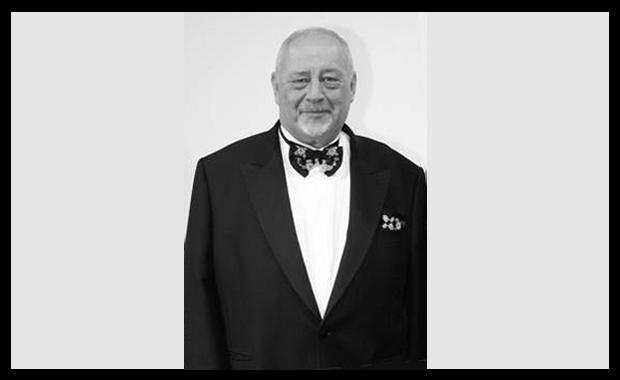 Druckindustrie: Prof. h.c. Helmut Sigloch, ehemaliges Aufsichtratsmitglied der Medien-Versicherung und Träger des Bundesverdienstkreuzes, ist vor wenigen Tagen verstorben.
