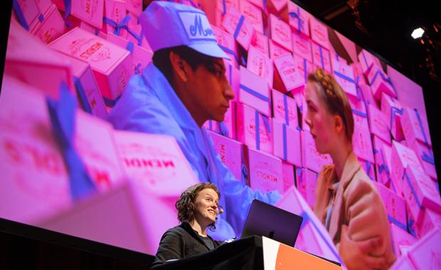 Typografie: Annie Atkins aus Dublin auf der interdisziplinären Konferenz see14: Ihr Grafikdesign für den Kinofilm »Grand Budapest Hotel« bekam den Oscar für das beste Produktdesign.