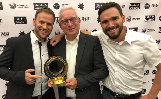 Etikettendruck: Große Freude bei Vertretern der Firma GMG über die Auszeichnung am ersten Abend der Labelexpo Europe 2019 in Brüssel (Belgien). »Der Preis bestätigt unsere Innovationskraft und ist Ehre und enormes Lob für uns!«