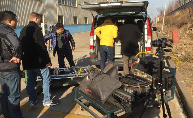 Druckindustrie: Vorbereitung zu Dreharbeiten für einen Produktfilm in China. Die hohe Foto-, Video- und Audioqualität von RLS Jakobsmeyer hat sich weit herumgesprochen.