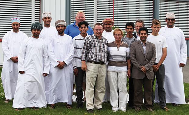 Druckindustrie: Mit dem Sultanat Oman pflegt RLS eine intensive Kundenbeziehung. Eine Delegation war sogar extra aus dem Sultanat Oman zu Besuch bei RLS Jakobsmeyer in Paderborn.