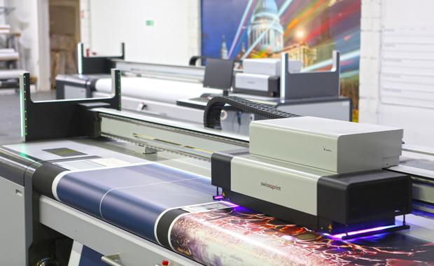Pixcolor investiert in swissQprint Karibu Rollendrucker Großformatdruck Inkjet