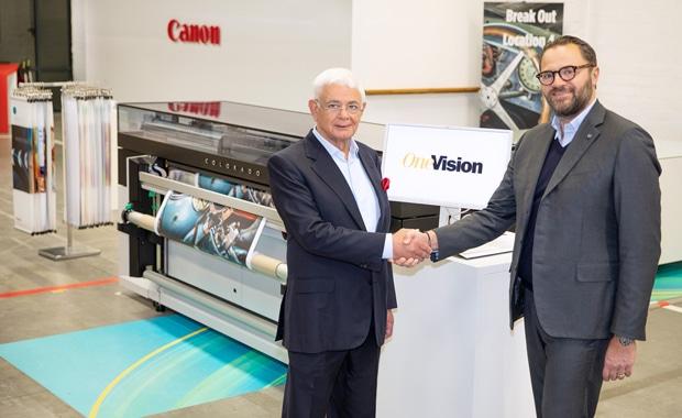 Large Format Printing: Ausbau der Partnerschaft im Bereich Large Format Printing: One Visions CEO Hussein Khalil (links) und Canons Vice President Large Format Graphics, Michele Tuscano.
