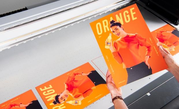 swissQprint Orange Lack Großformatdruck Inkjet Flachbettdrucker Rollendruck Digitaldruck