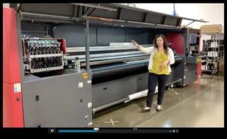 Tiffany Bisson, Managerin im EFI Customer Experience Center, bei der Vorstellung des neuen EFI Pro 30h.