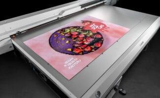 Large Format Printing: Ab sofort kommerziell verfügbar: der neue Flachbettdrucker Canon Arizona 135 GT.
