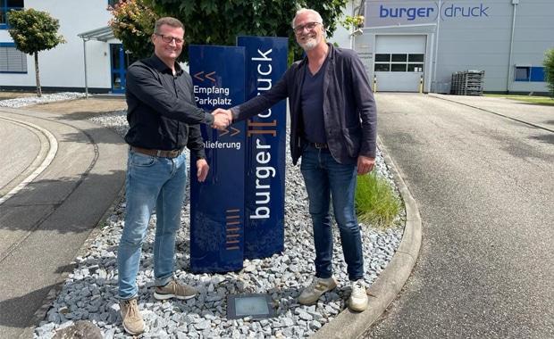Druckveredelung: Dirk Burger, Inhaber Burger Druck (links), und Franz Repp, Sales Director DACH-Region, Scodix.